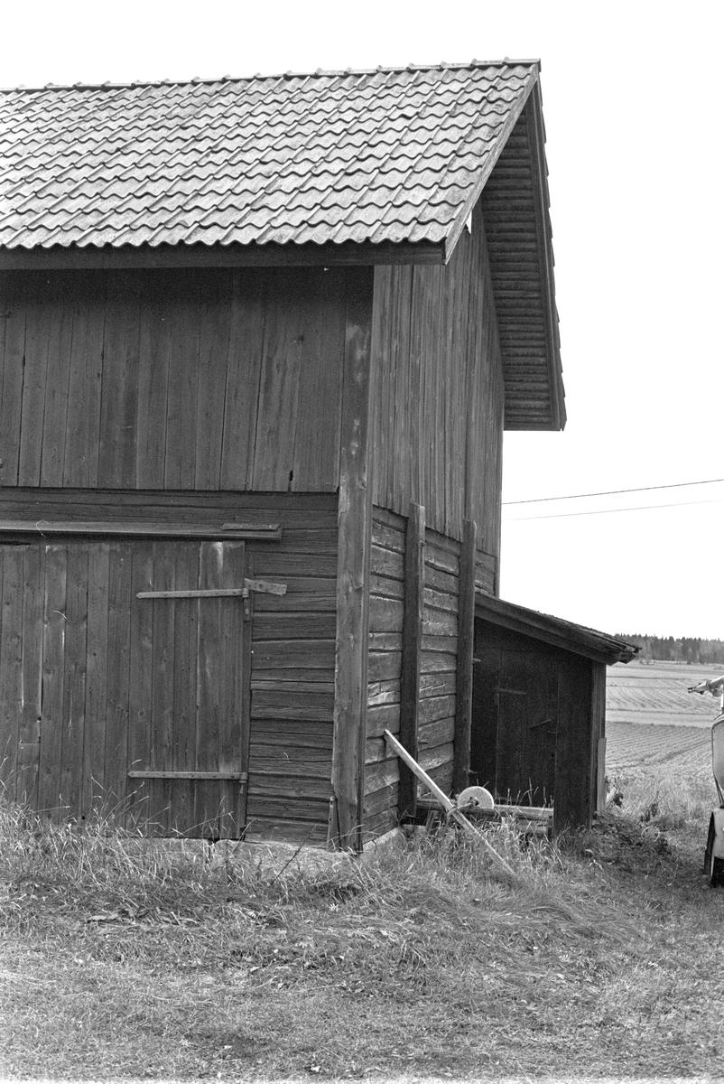 Ladugård/lada, Helgesta 2:3, Talltorpet, Skogs-Tibble socken, Uppland 1985