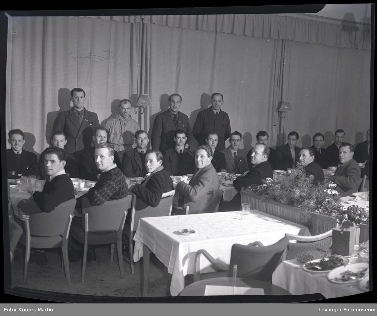 Idrettsfolk under premieutdeling på Grand Hotell, Steinkjer  VII
