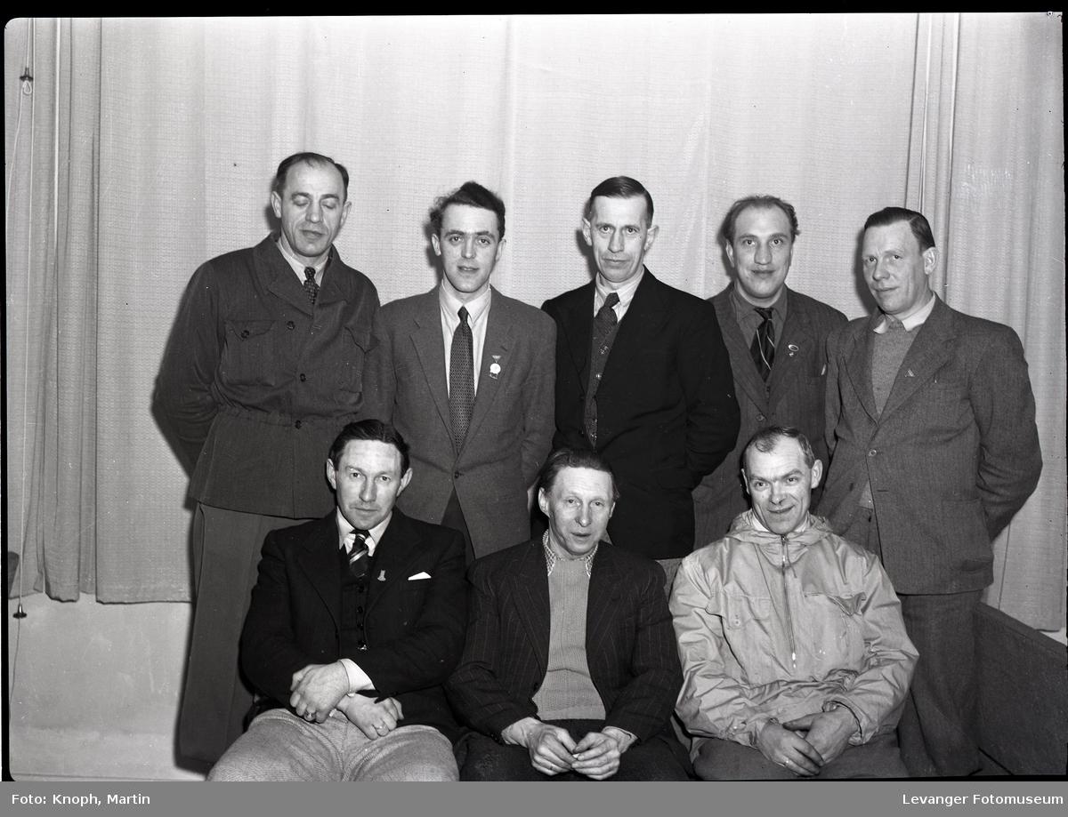 Idrettsfolk under premieutdeling på Grand Hotell, Steinkjer  II