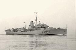 """Motiv: Flower-kl. Korvett K.N.M. """"ANDENES"""" (F307). Styrbord"""