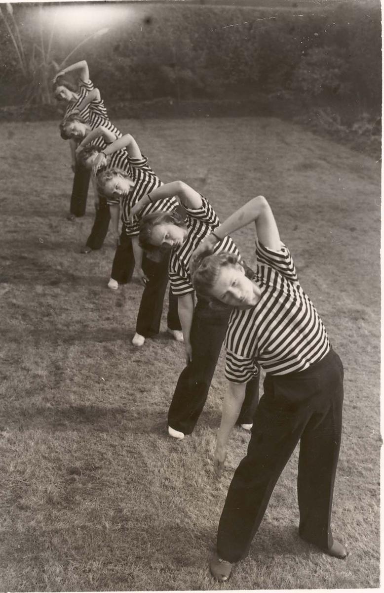 Motiv: Marinens Kvinnekorps 1942-1945 Kurs 2-1945 Liverpool Gymnastikk