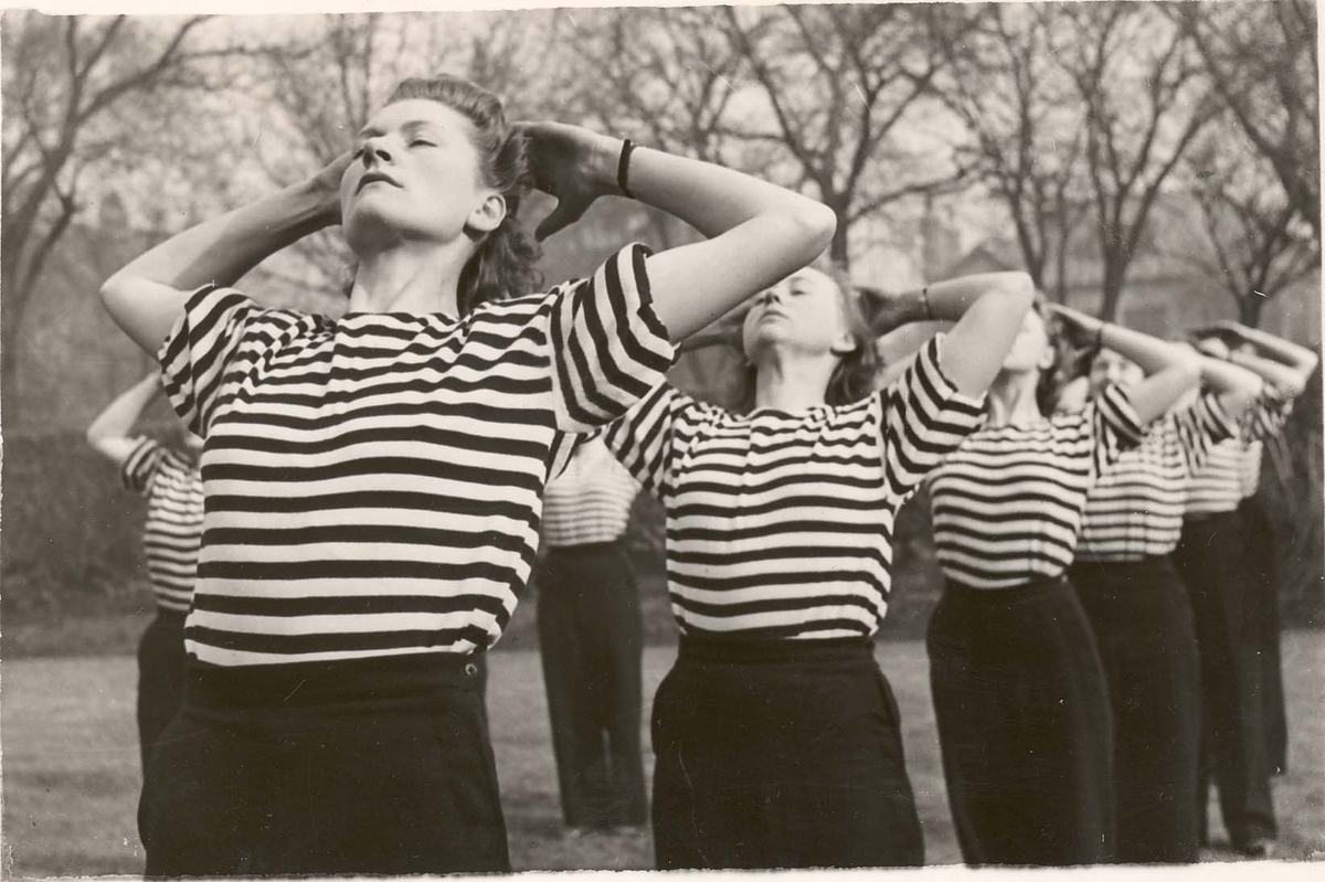 Motiv: Marinens Kvinnkorps 1942-1945.Kurs 2 -1942 Liverpool Gymnastikk