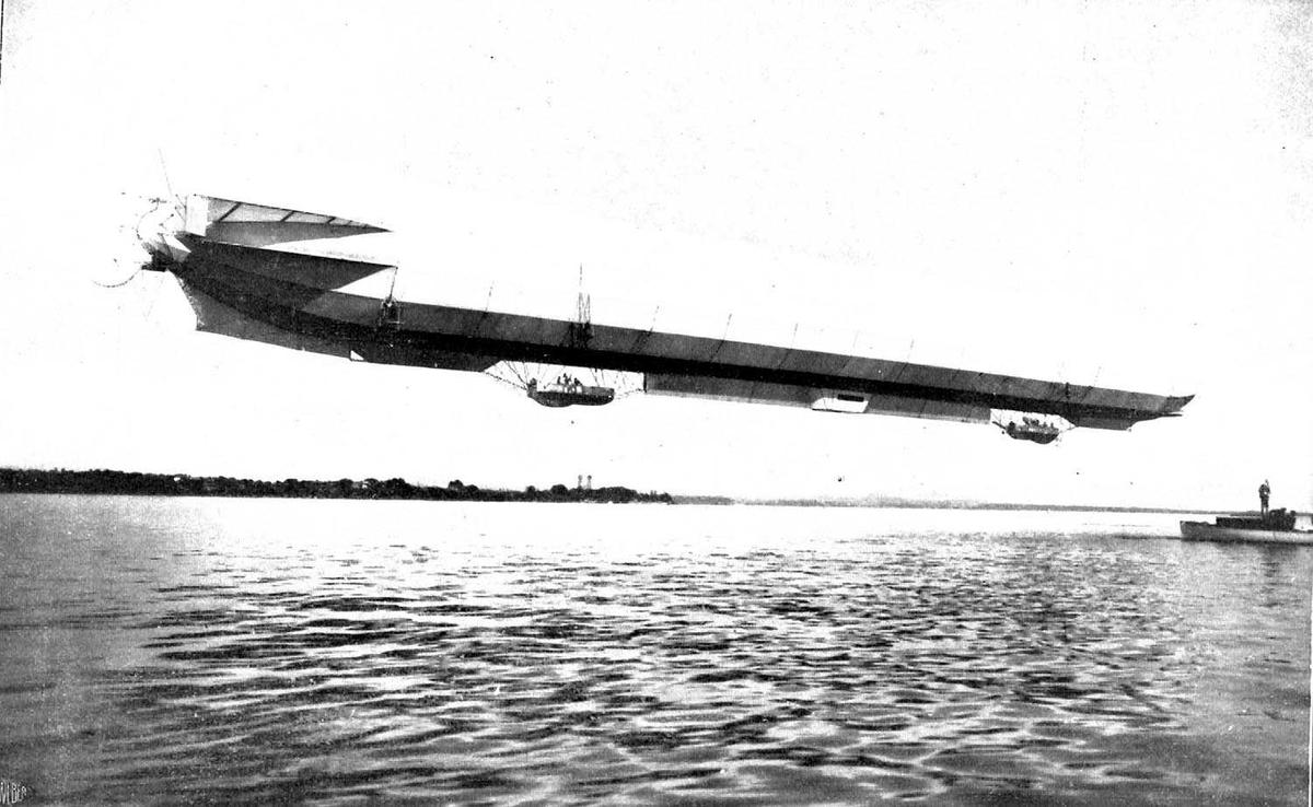 Utklipp: Ett lufskip i lufta, Zeppelin.