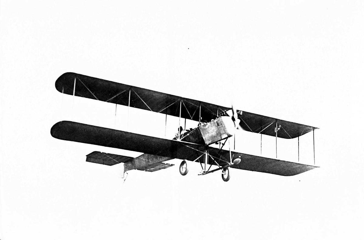 Ett fly i lufta, Astra CN.