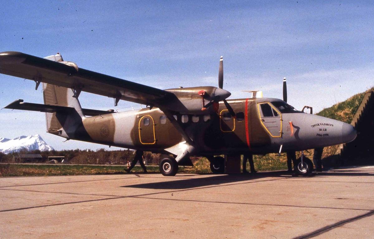 Lufthavn. Bodø. Ett fly på bakken , DHC-6-200  Twin Otter  184  719 skv.