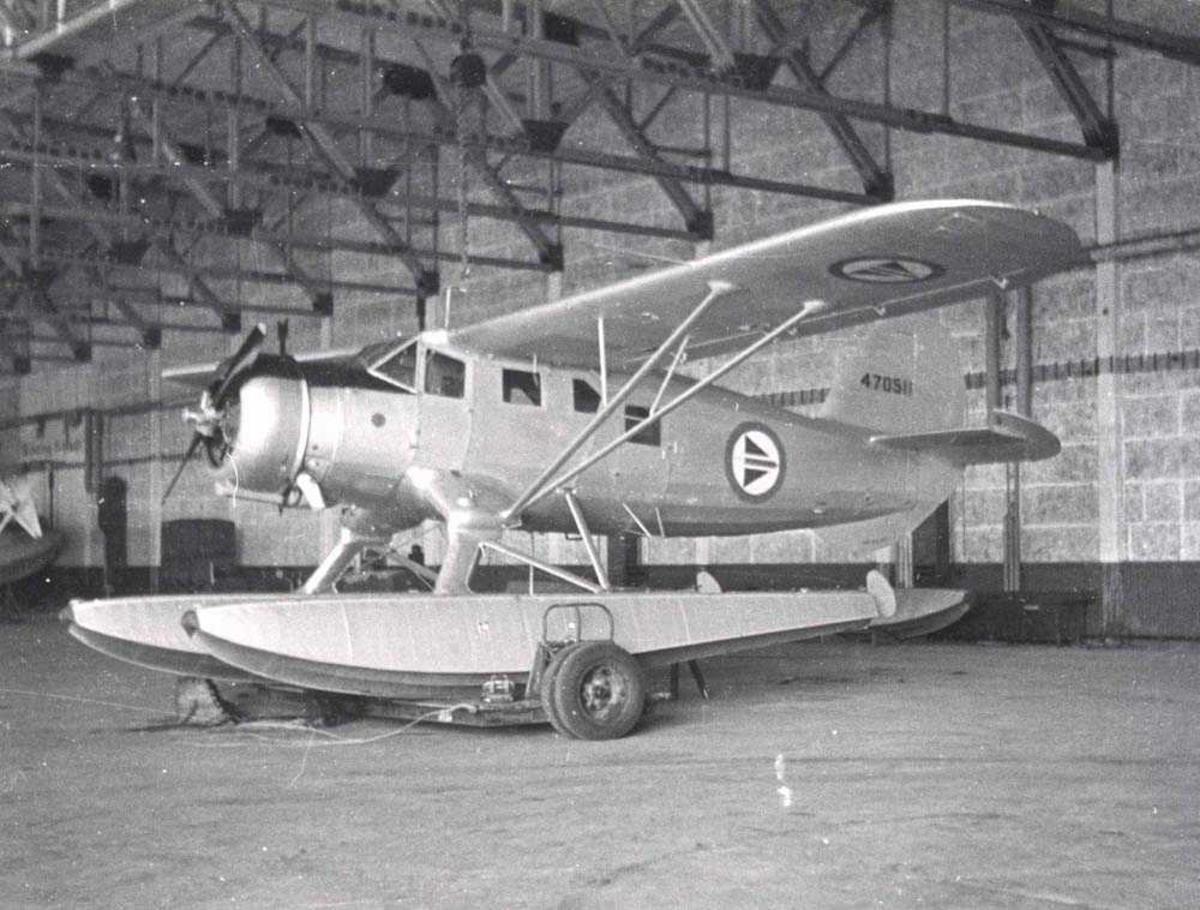 1 fly inne i en hangar. Norseman.