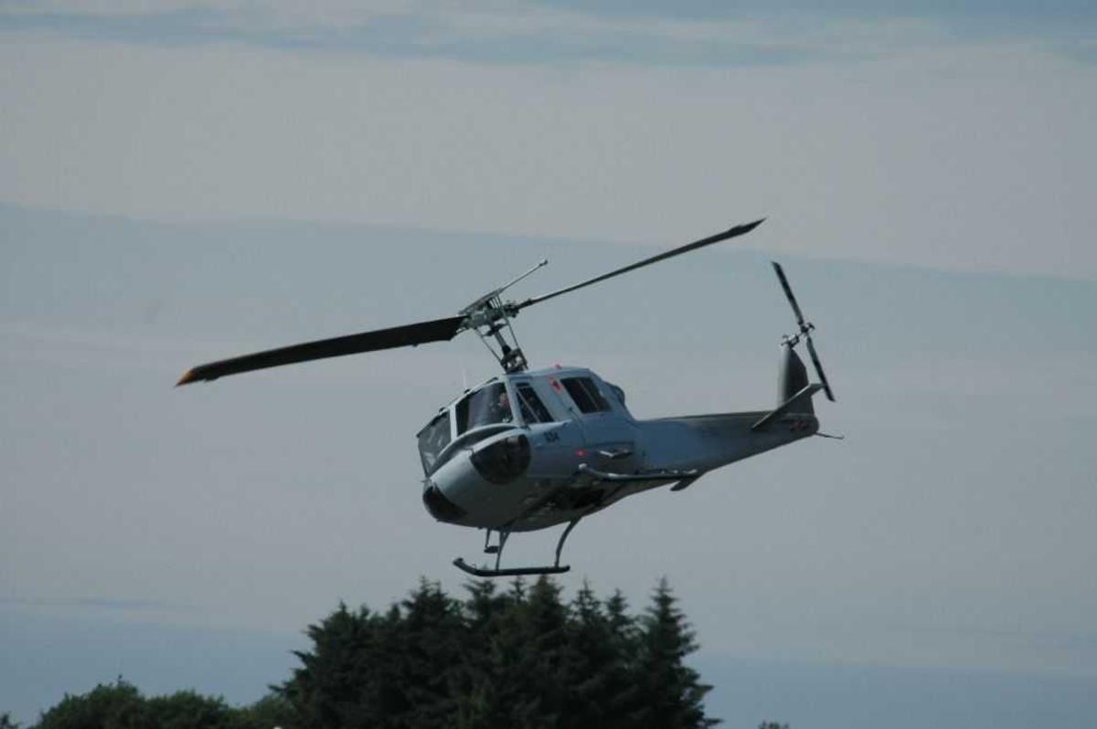 Ett helikopter i luftqa. Fuji Bell 204B 034, SE-JMK
