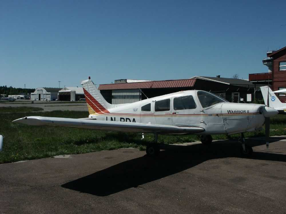 Ett fly på bakken, Piper PA-28-161 Warrior II, LN-BDA.