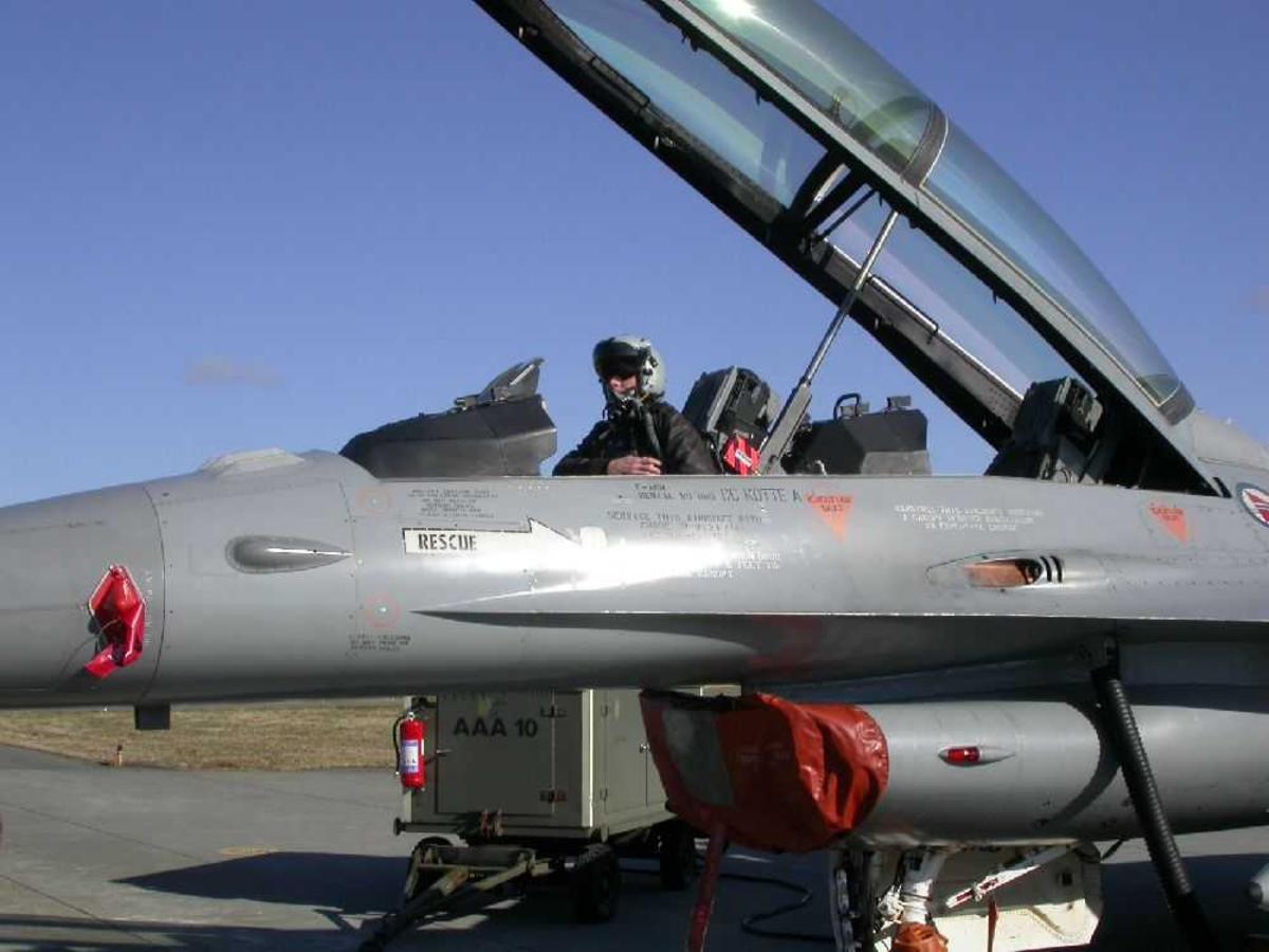 Ett fly på bakken Lockheed F-16B Fighting Falcon