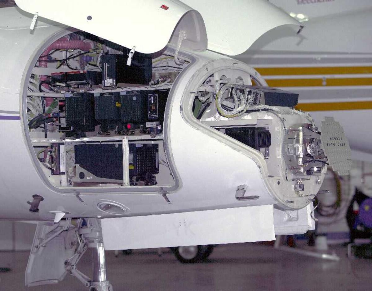 Detaljfoto av fly av teknisk utstyr i nesepartiet.
