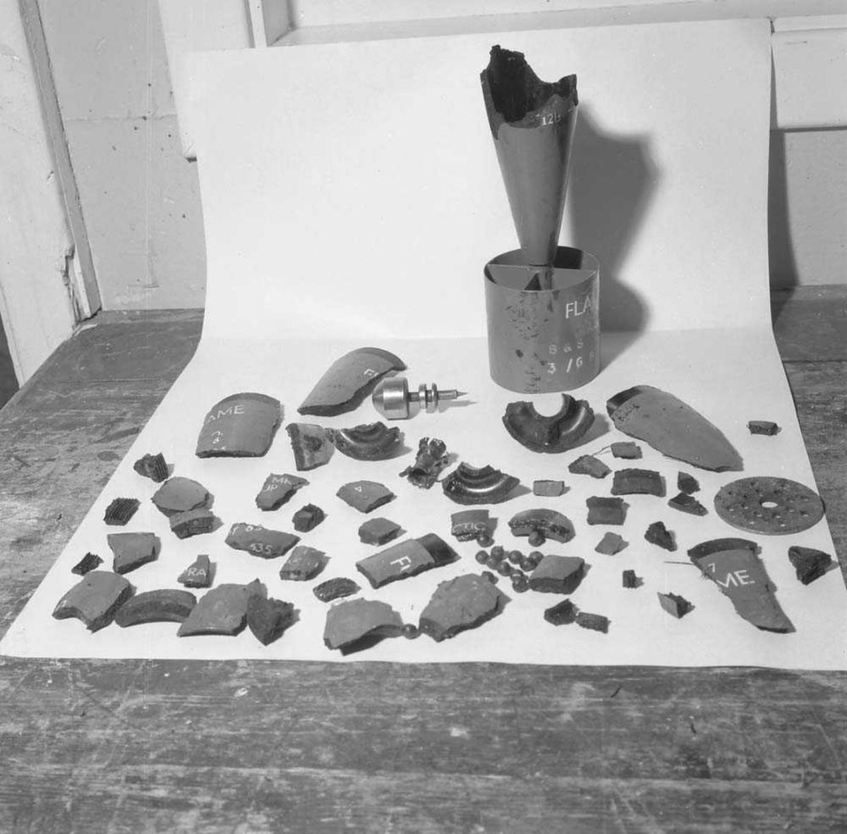 Arbeidsuhell med bombe i arbeidshus i Ammo-dumpa (Amunisjons-avdelingen) på Bodø flystasjon.
