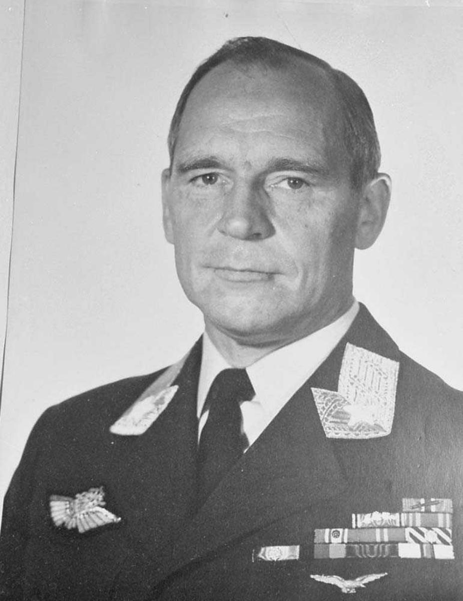 Portrettfoto av Generalmajor Kåre Stenwig.