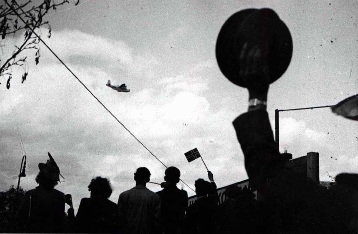 Folkemengde som se på et fly på himmelen. Sunderland