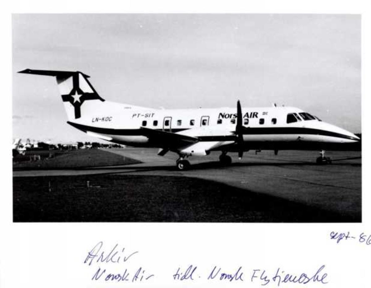 Lufthavn. Fly på bakken, Embraer EMB-120 Brasilia, LN-KOC Norsk Air tidl. Norsk Flytjeneste