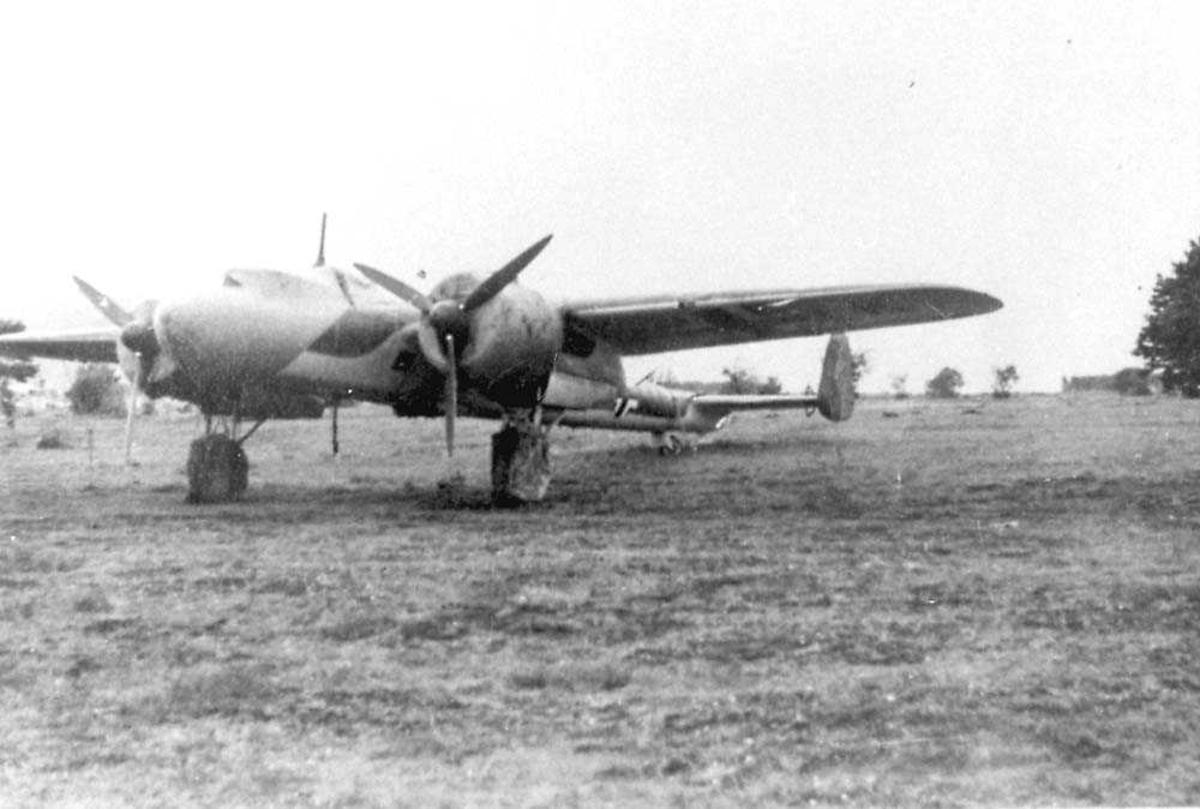 Ett fly på bakken, Dornier Do 17M. Cockpiten er tildekket.