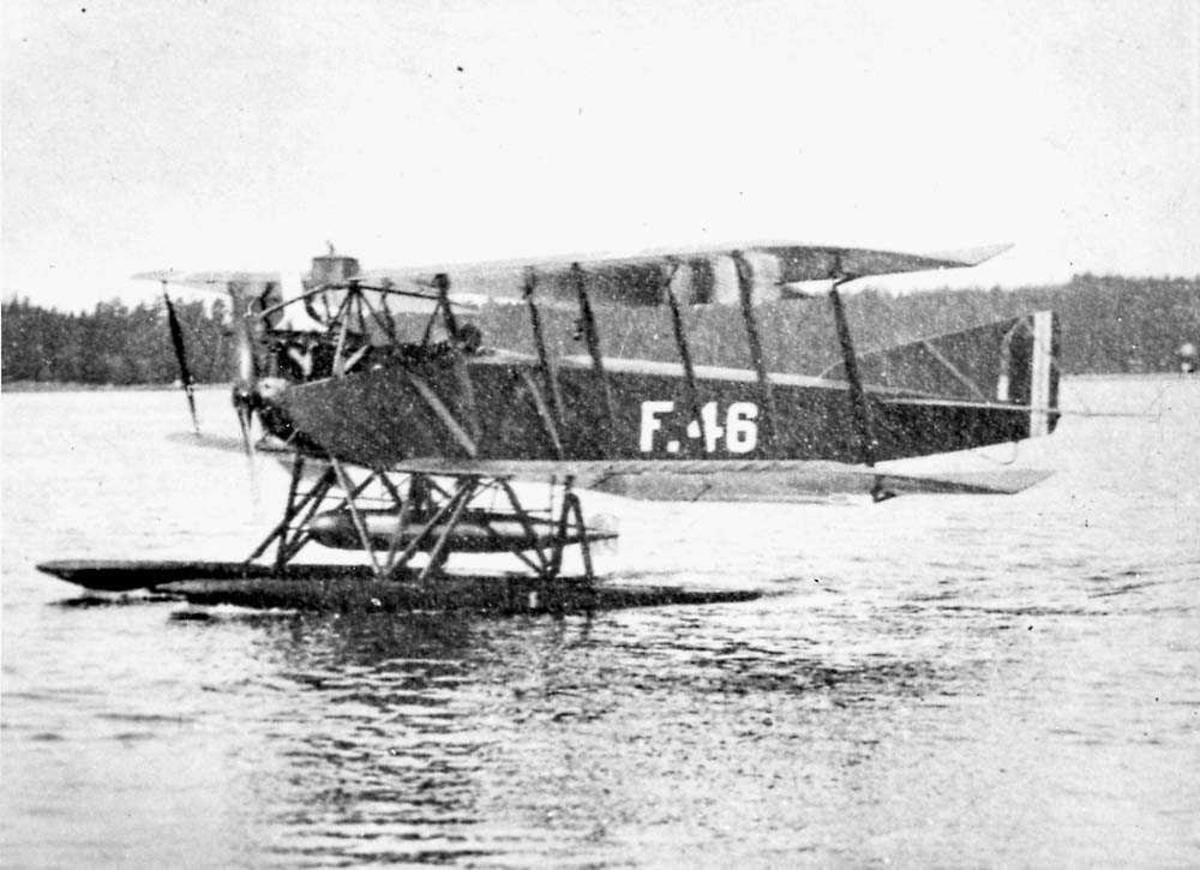 Ett fly på vannet, Lubeck-Travermunde F4.