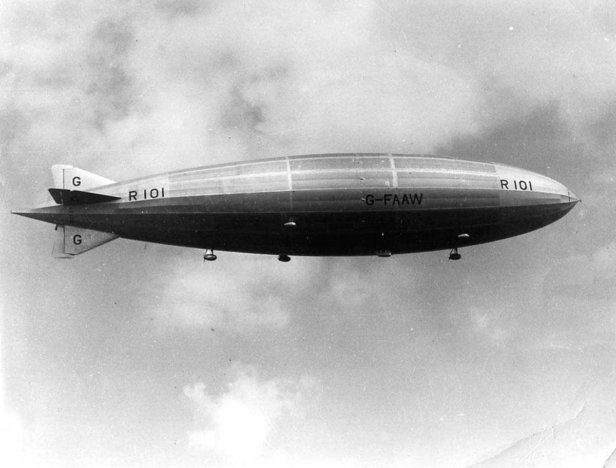 Ett luftskip i luften G-FAAW