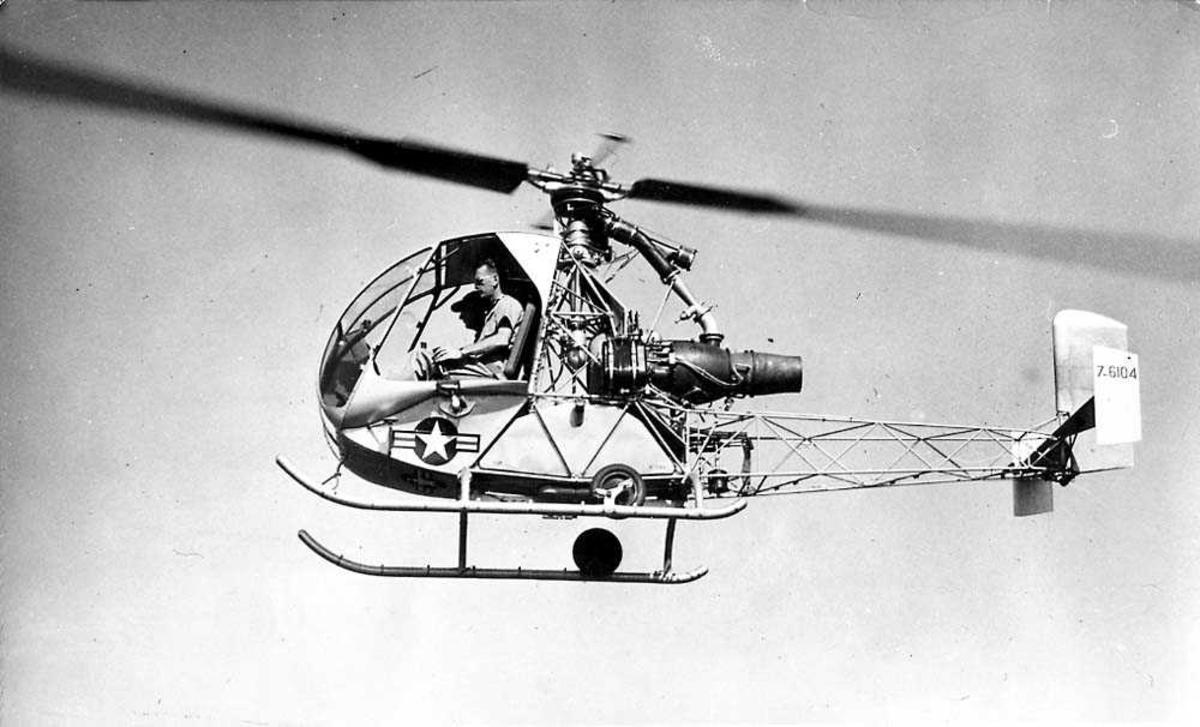 Luftfoto. Ett helikopter i luften, S.O. 1221 Djinn.