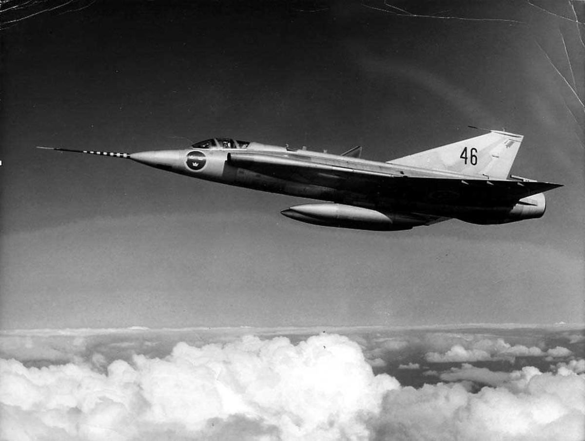 Luftfoto. Ett fly i luften, Saab J35 Draken.