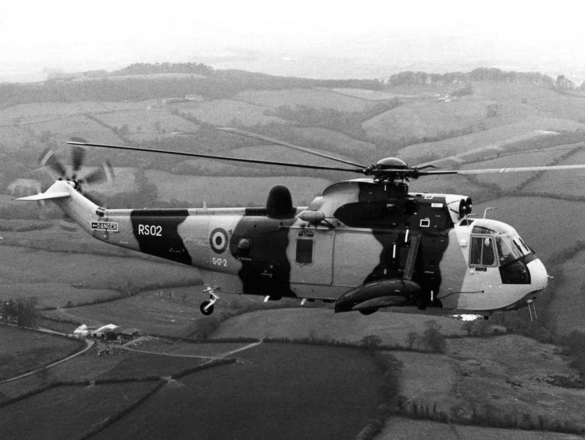 Ett helikopter i luften. Westland Sea King, RS02 (G-17-2)