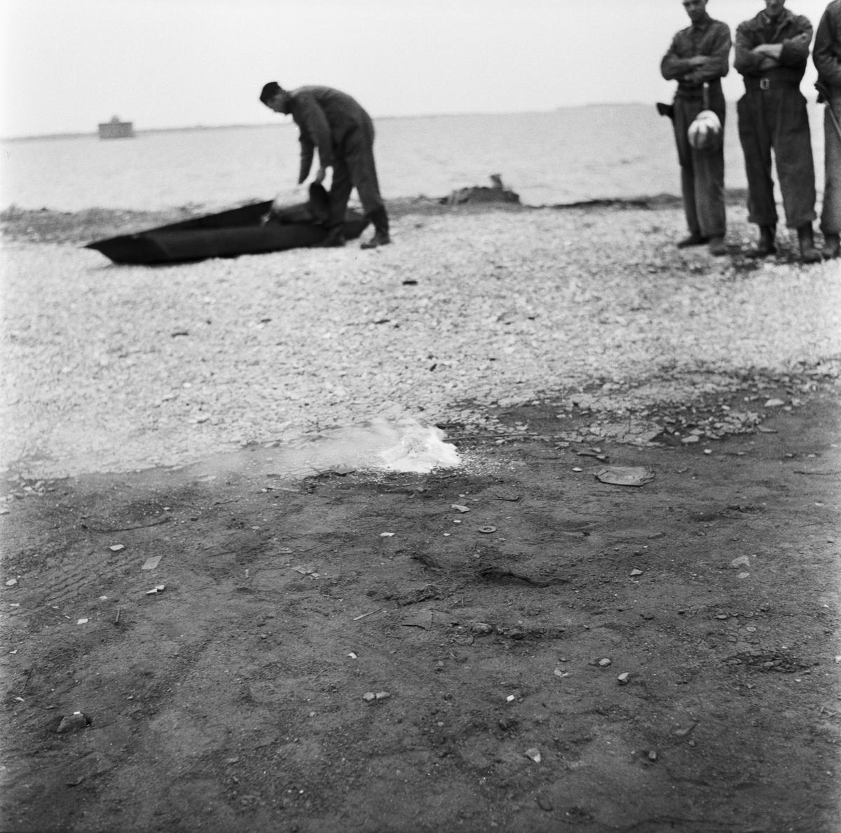 Övrigt: Foto datum: 4/12 1957 Byggnader och kranar Prov med oljebrand