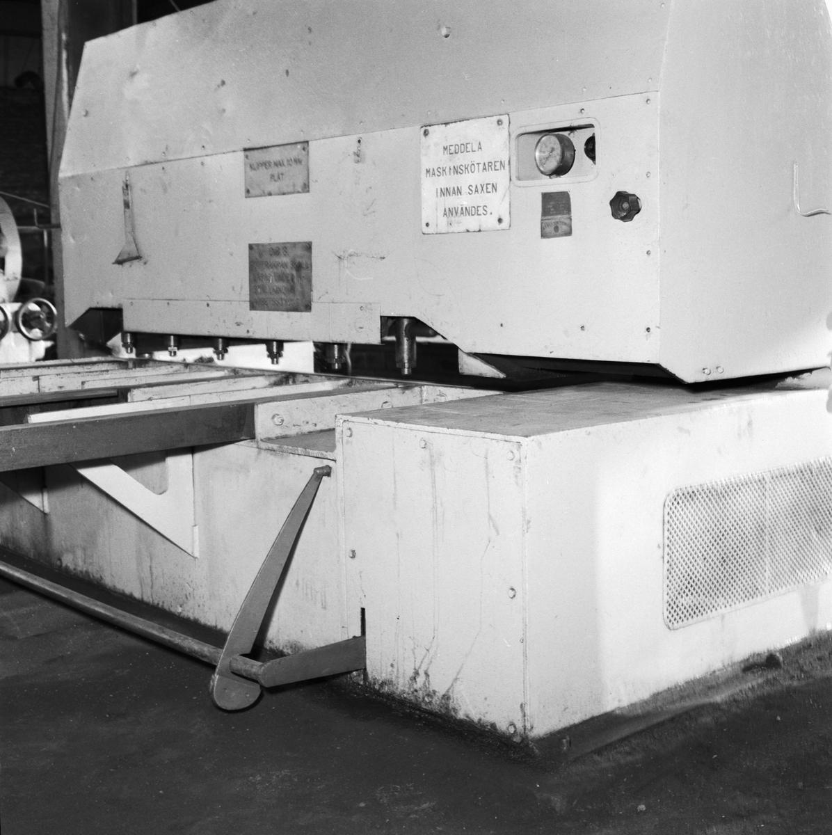 Övrigt: Foto datum: 30/1 1958 Byggnader och kranar Spärr till plåtsax i plåthallen