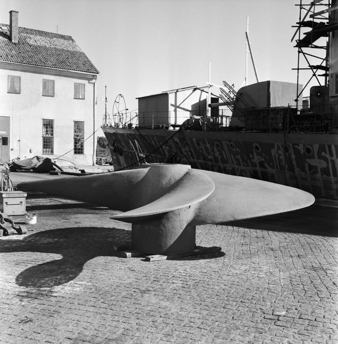Övrigt: Foto datum: 13/9 1958 Byggnader och kranar Sprutförginkning