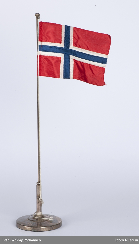 Bordflagg på sølvplett stang, norsk flagg