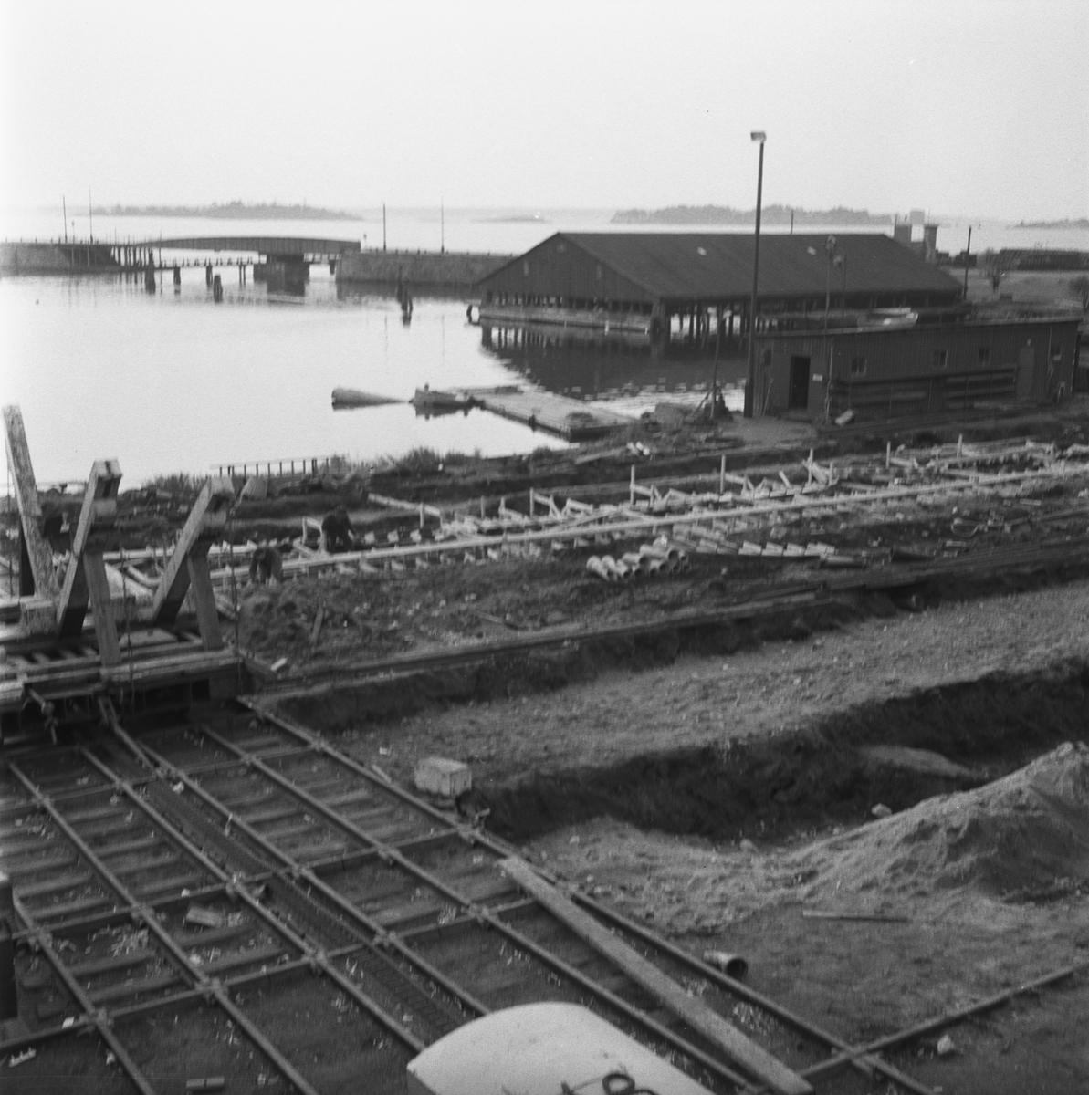 Övrigt: Fotodatum:9/3 1959 Byggnader och Kranar. Slipens omläggning av spåren.