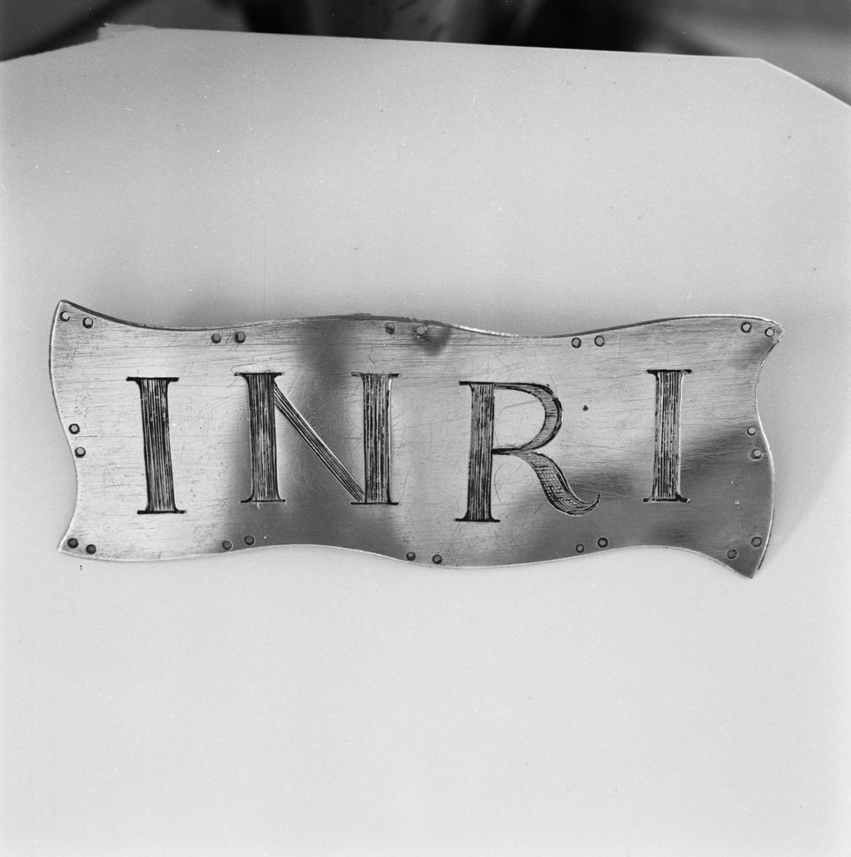 Övrigt: Fotodatum:7/8 1959 Byggnader och Kranar. Namnplåt av silver INRI. Närmast identisk bild: V16673, ej skannad