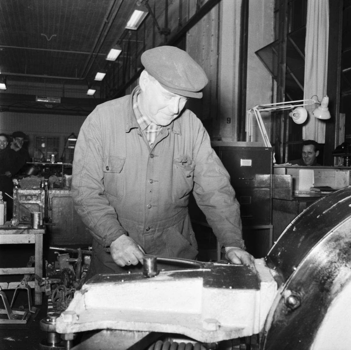 Övrigt: Foto datum: 23/12 1958 Byggnader och kranar Förtidspensionärer