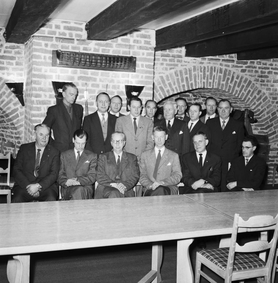 Övrigt: Foto datum: 16/12 1960 Byggnader och kranar Företagsnämden (DMV). Närmast identisk bild: V23078, ej skannad