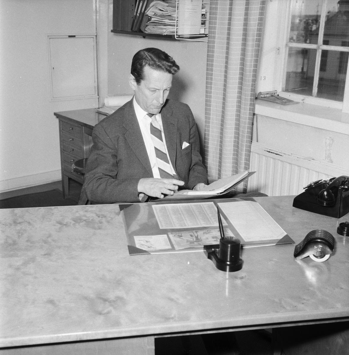 Övrigt: Foto datum: 15/11 1961 Byggnader och kranar Nylander personalchef