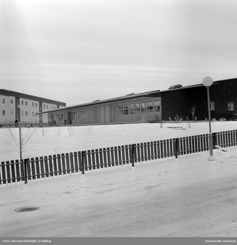 Exteriörbilder av barnstugan i Bosvedjan, fotograferat för centrala byggnadskommittén.