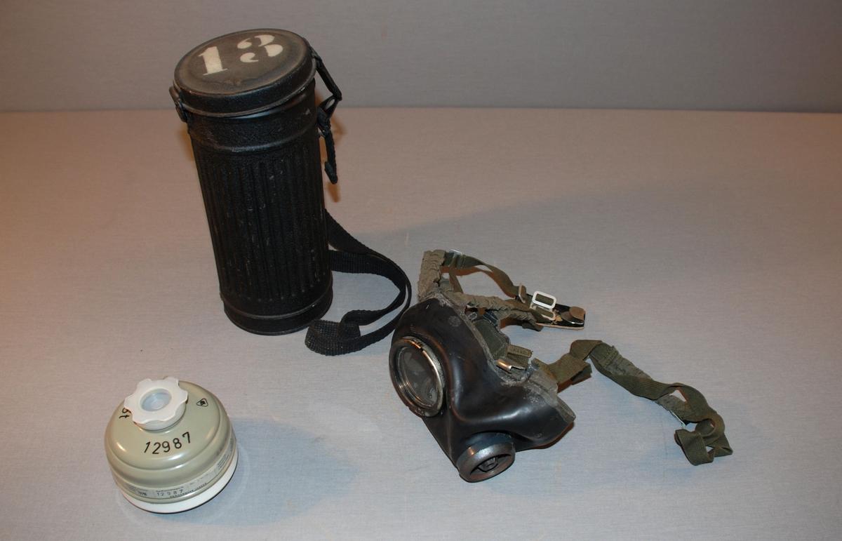 Gassmaske med gass- og støvfilter, bruksanvisning og beholder med lokk til oppbevaring