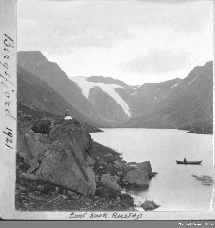 Robåt på Bergsfjordvannet. 'Bergsfjord 1921'