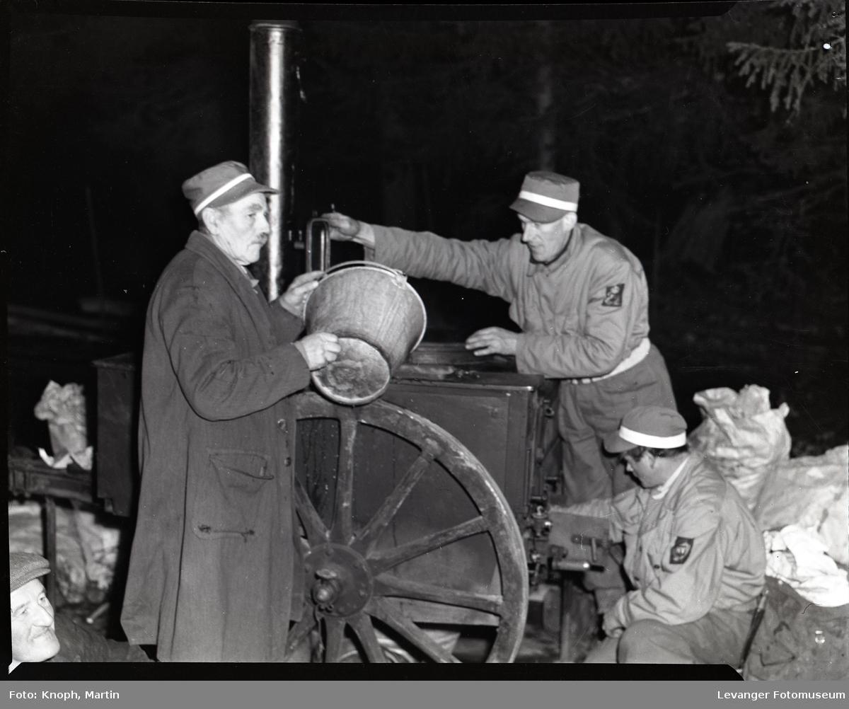 Militær øvelse med hæren og heimevernet, feltkjøkken.