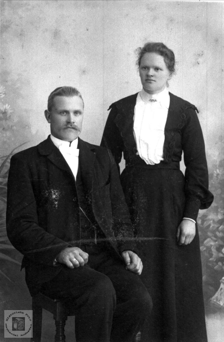 Brudeparet Ola Simonsen Bjørnestøl f. 1874 og Aasine (Sina) Bjørnestøl f. 1884