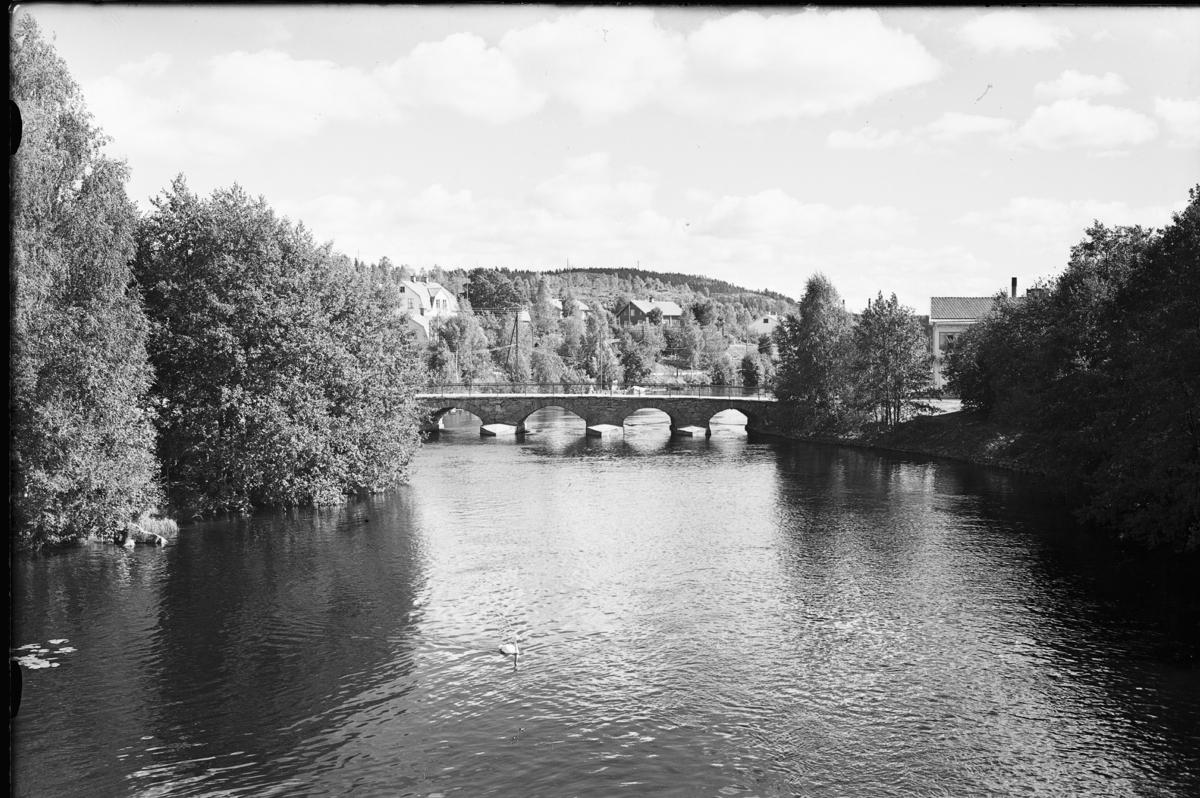 Gamla bron Bengtsfors sett från Nya bron.