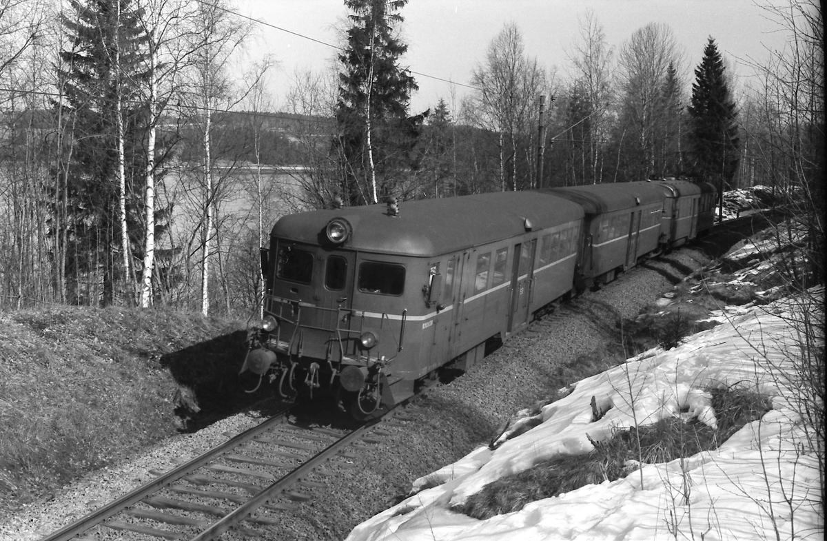 Persontog Årnes - Oslo Ø med styrevogn og mellomvogn type 65C, og motorvogn type 65.