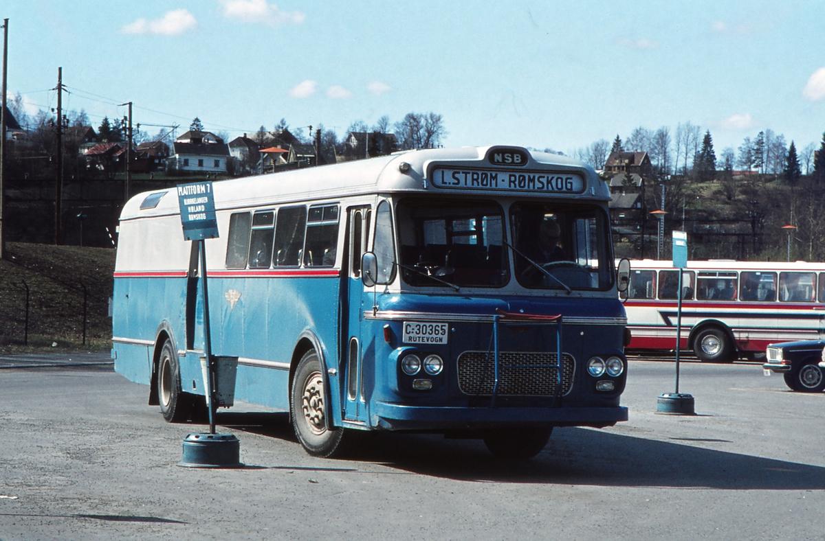 Buss C-30365 tilhørende Hølandsrutene, NSB biltrafikk. VBK karosseri. Lillestrøm busstasjon. Rute Lillestrøm - Bjørkelangen - Rømskog.