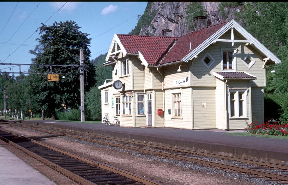 Grovane stasjon. Forgreningsstasjon og sporbruddstasjon mellom Sørlandsbanen og Setesdalsbanen.
