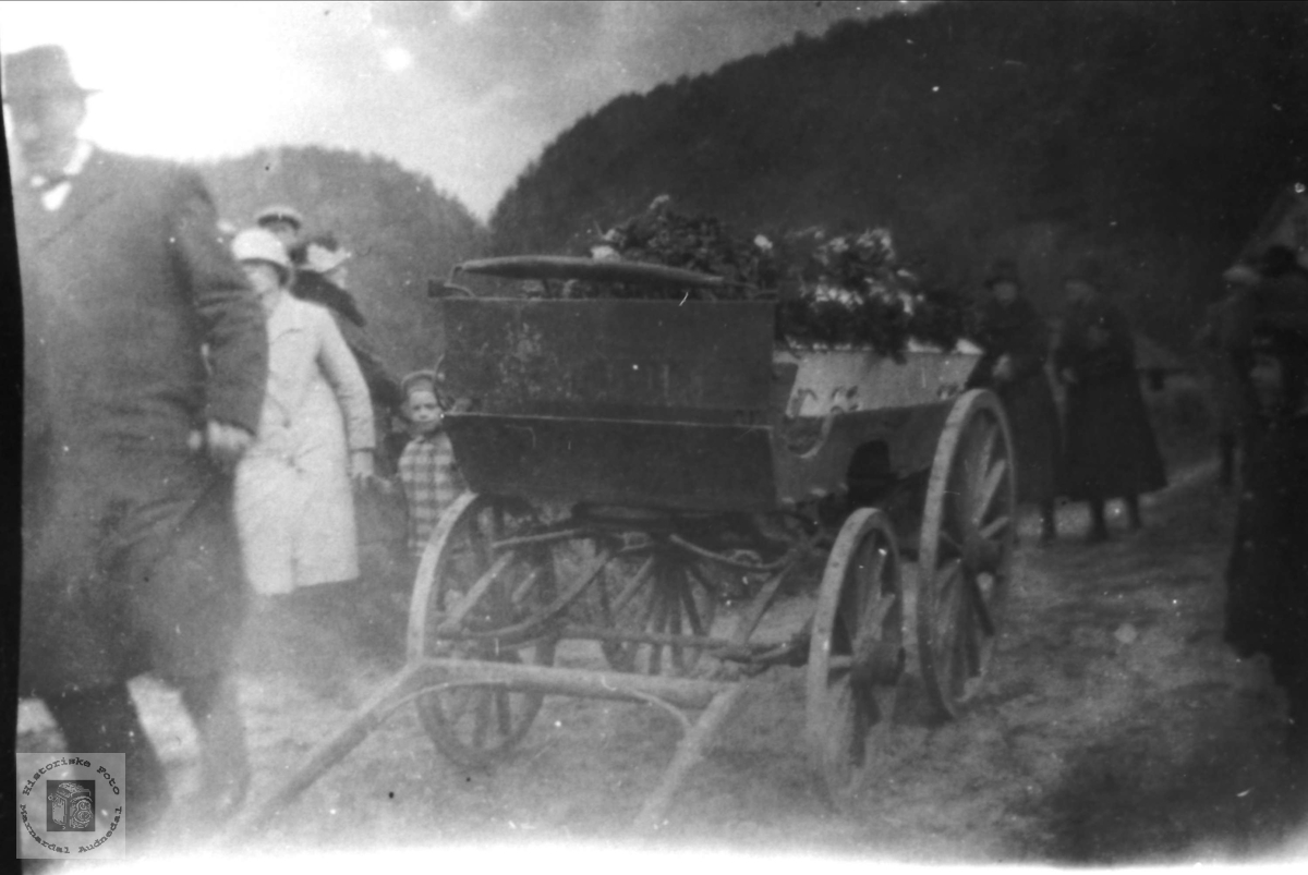 Nils Bentsons begravelse fra Tjomsland