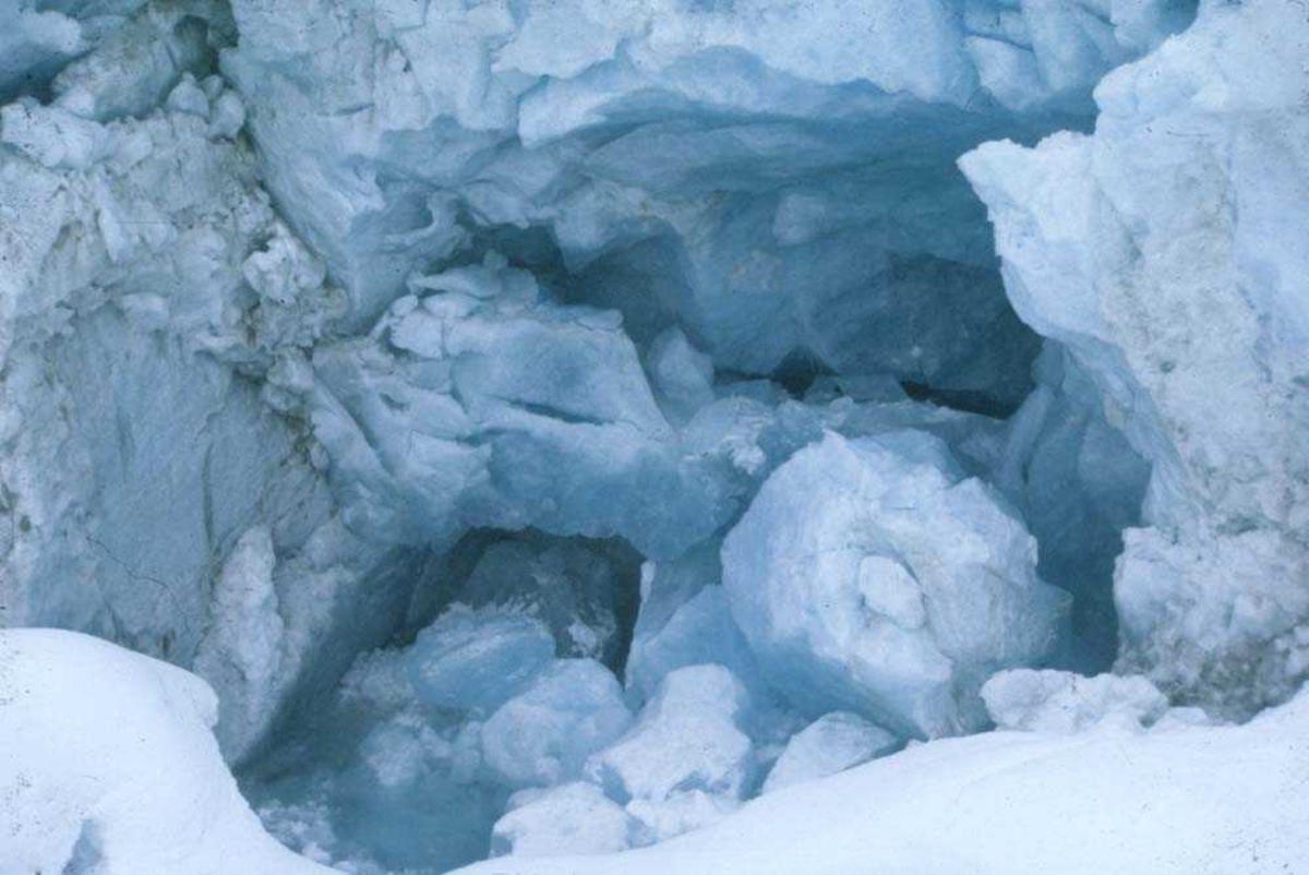 Landskap. Parti fra isbre nær Sogndal.
