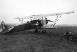 Åpen plass, lufthavn, ett fly på bakken, Fokker CVE nr 317,