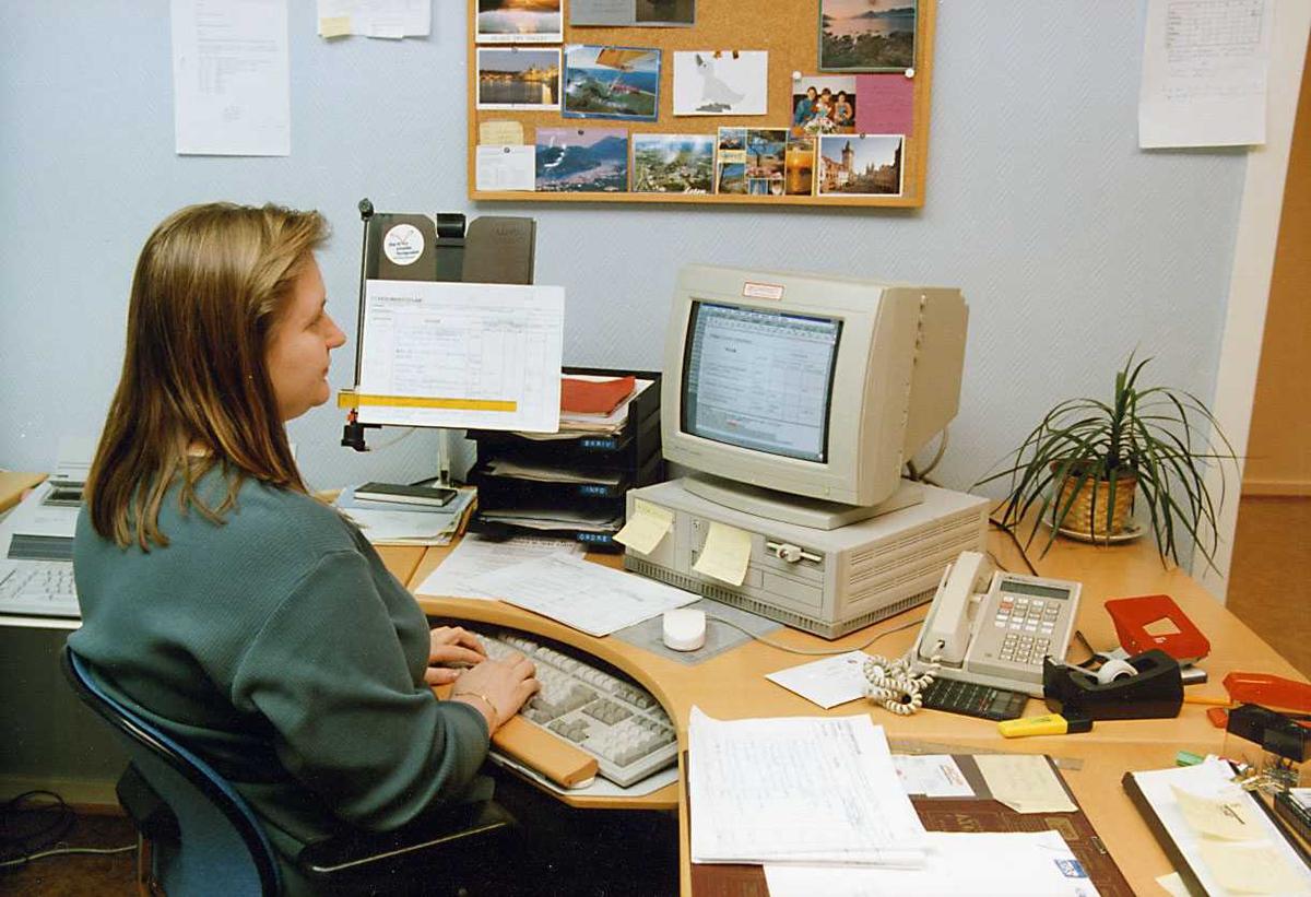 Portrett. En person jobber på et kontor.