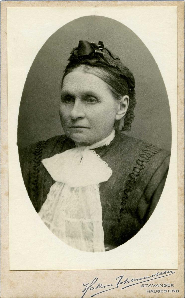 Portrett - Enkefru Cecilie Norem. Skipsreder Th. Nordbøs mor. Født 23/12 1834 - død 16/3 1925.