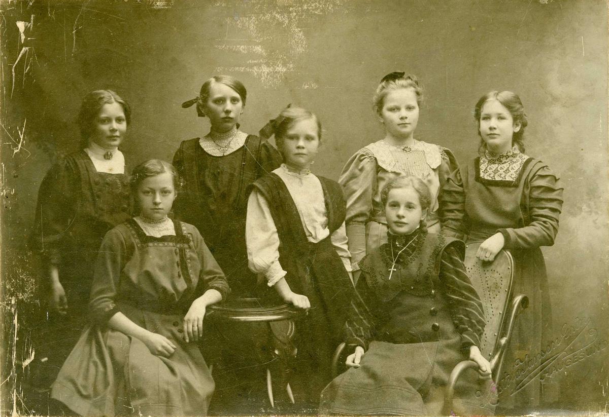 Portrett - Syv jenter.