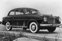 Svart bil av märke Goliat 1957.
