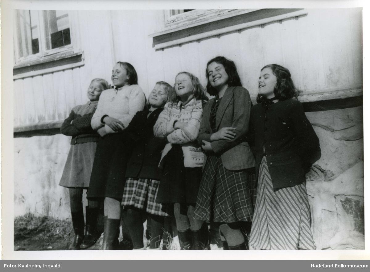 Skole-elever på tur, trolig Leikvoll skole.